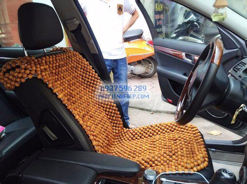 Lót ghế ô tô hạt gỗ Pơmu có viền