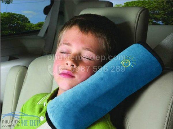 Gối ngủ trên xe ô tô, gối ngủ cài dây an toàn 7