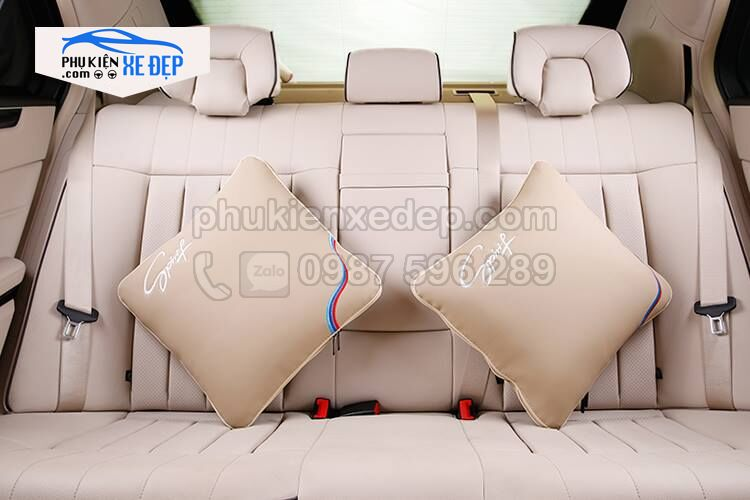 Gối tựa lưng ô tô kiêm chăn trên xe hơi 4