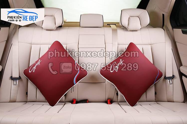 Gối tựa lưng ô tô kiêm chăn trên xe hơi 5