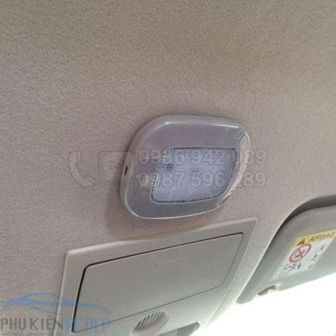 đèn trần ô tô